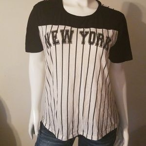 New York Baseball Tee Size XL Juniors